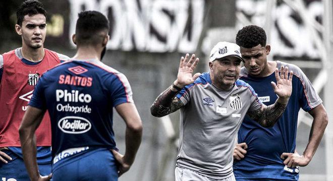 Jorge Sampaoli. Sem agradar ninguém no Santos. Personalidade forte