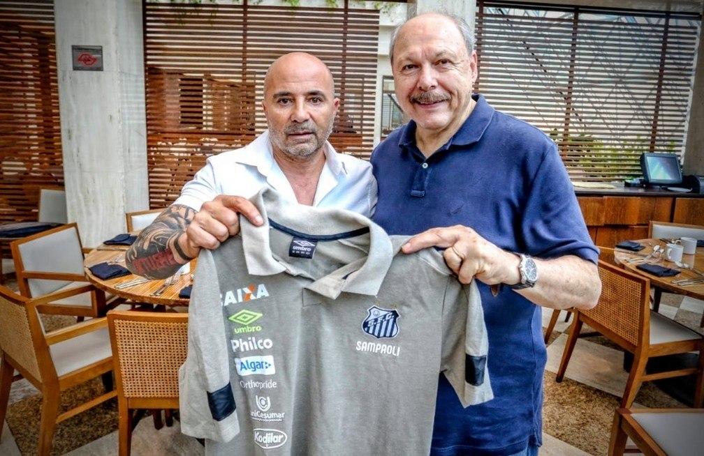 Sampaoli virou as costas para o Santos. Disse que Peres mentiu, prometeu grande elenco