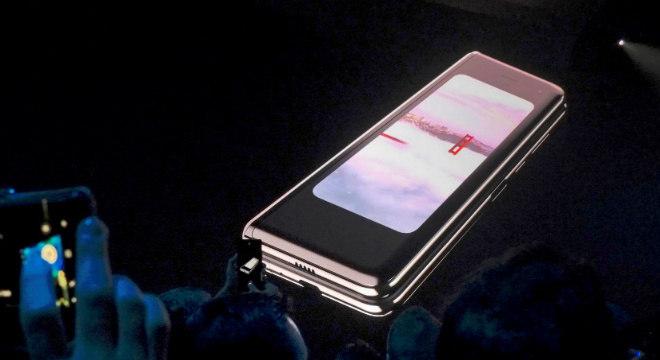 Samsung recebeu alguns relatos de problemas nas telas dos aparelhos de teste