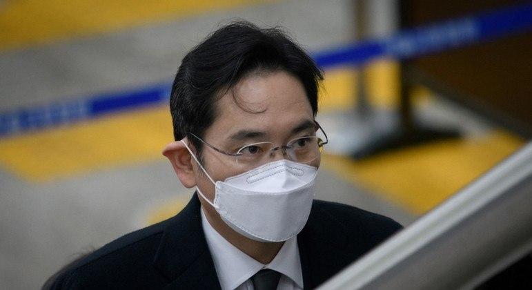 Lee Jae-yong é a 188ª pessoa mais rica do mundo e cumpre pena de 2 anos por corrupção