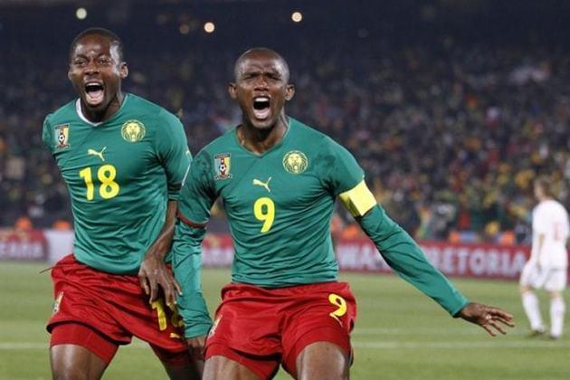 Samuel Eto´o - Quem viveu um dilema parecido com o de Drogba foi Eto´o. O craque de Camarões é o maior nome na história de sua seleção, mas ficou sem Copa do Mundo.