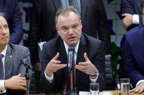 Relatório de Moreira foi criticado pelo ministro da Economia