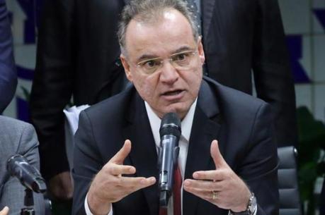 Novo texto de Moreira traz quatro alterações
