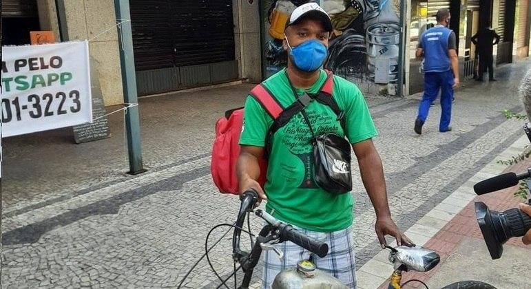 Samuel Pires fez curso de cuidador de idosos, mas ainda não conseguiu vaga na área