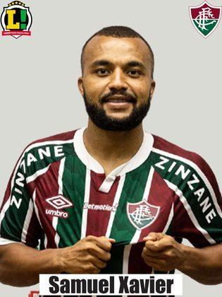 SAMUEL XAVIER - 5,5 - Além de ter sido tímido no apoio ao ataque, quase complicou o Fluminense em um recuo para Marcos Felipe.