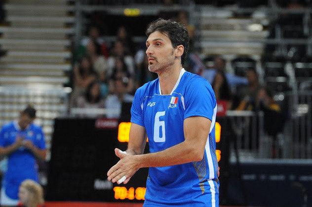 Samuele Papi - O jogador de voleibol italiano foi quatro vezes medalhista olímpico (duas pratas e dois bronzes) e duas vezes campeão mundial. No entanto, jamais conseguiu conquistar a medalha de ouro olímpica.