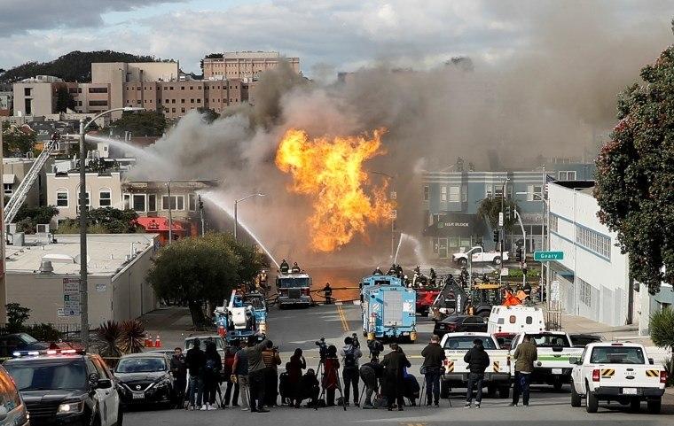 EUA: Explosão de gás causa pânico em rua de San Francisco