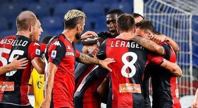 A celebração do segundo gol de Sanabria, pelo Genoa