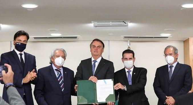 O presidente Jair Bolsonaro em cerimônia de sanção da lei de telecomunicações e radiodifusão