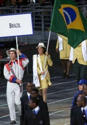 Sandra Pires foi a porta-bandeira do Brasil nos Jogos Olímpicos de Sydney, na Austrália, em 2000. Jogadora de vôlei de praia, ela conquistou a medalha de ouro em 1996 ao lado de Jaqueline.