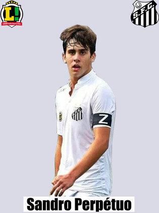 Sandro - 4,5 - Falhou na marcação em alguns momentos importantes, especialmente no primeiro gol, quando Sara se livrou fácil dele.