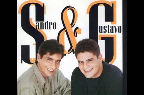 Formação original da dupla na capa do primeiro e único CD