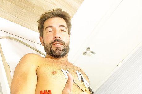 Sandro hospitalizado na tarde da quarta-feira (14)