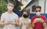 Sandy, Júnior e Lucas Lima foram vacinados juntos contra acovid-19no dia 16 de julho. No post publicado no Instagram da cantora, a alegria foi geral. 'Chegou a nossa vez. Vacinados, sim. Emoção indescritível', vibrou a filha a Xororó
