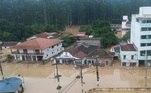 Um temporal na noite desta quarta-feira (16) causou ao menos sete mortes na região do Alto Vale do Itajaí, em Santa Catarina, como confirmou oCorpo de Bombeiros Voluntários da cidade na manhã desta quinta (17). Seis delas foram na cidade de Presidente Getulio e uma em Ibirama