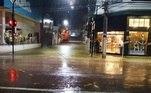 A região comercial também foi afetada pelas inundações