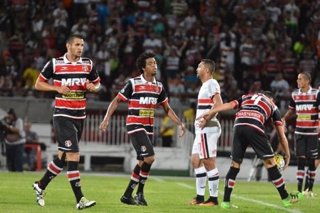 Santa Cruz - A equipe pernambucana também já foi rebaixada para a série B do Brasileirão cinco vezes: 1988, 1993, 2001, 2006 e 2016.