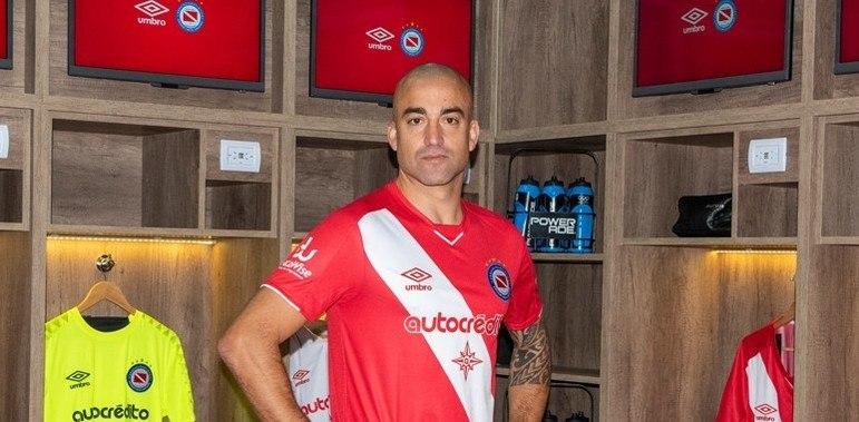 Santiago Silva - 40 anos - Clube atual: Argentino Juniors-ARG (Grupo F)