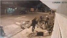Grupo rouba e agride homens em rua de Santo André (SP). Veja vídeo