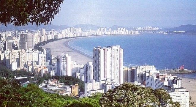 A bela orla de Santos chama a atenção dos turistas