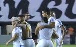 No intervalo de jogo entre Santos e Mirassol, na Vila Belmiro, em 2020, o meia Diego Pituca e o atacante Soteldo se desentenderam e tiveram que ser contidos pelos companheiros