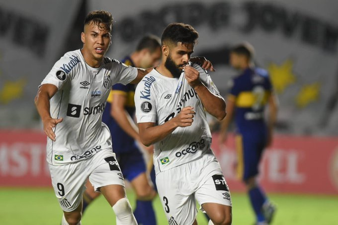 Filipe Jonatan comemora o gol importantíssimo para a sobrevivência do Santos