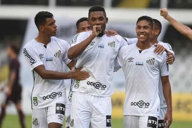 Santos – 4 jogadores: Vladimir (31 anos), Pará (35 anos), Carlos Sánchez (36 anos) e Copete (33 anos)