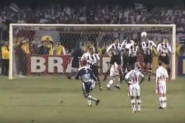 Santos - 5 gols: o goleiro marcou quatro vezes diante do rival. Foram três de faltas e dois de pênalti. Um dos gols foi na final do Paulistão de 2000.