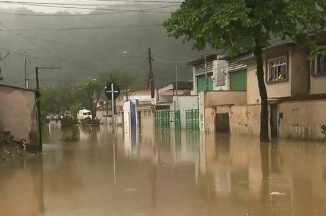 Chuvas alagaram litoral paulista