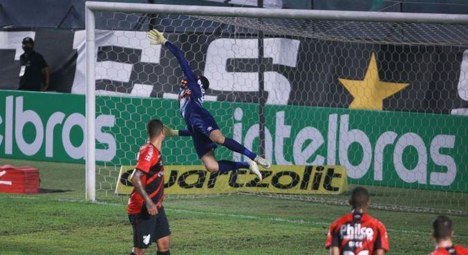 Santos e Athletico-PR jogaram nesta terça-feira (14)