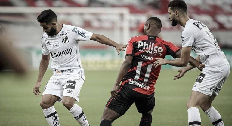 Santos é derrotado pelo Athletico e sai atrás nas quartas da Copa do Brasil
