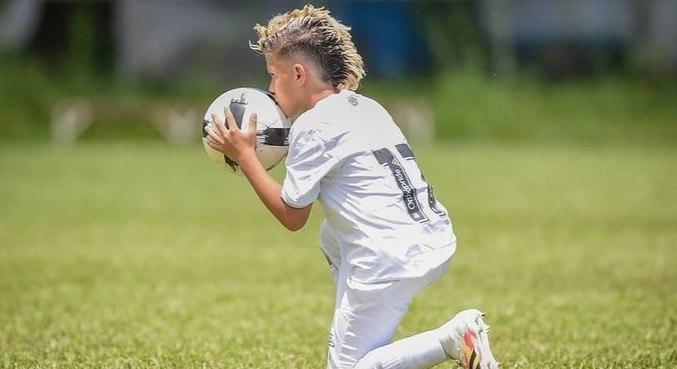 Joia do Santos de apenas 11 anos fecha primeiro patrocínio