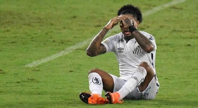 Santos foi melhor em boa parte do jogo, mas não conseguiu vencer a defesa do Botafogo