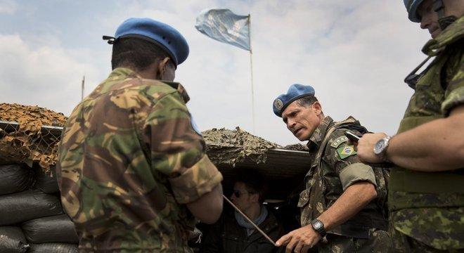 """Militares  descrevem a trajetória de Santos Cruz no Exército como """"exemplar"""""""