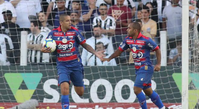 Fortaleza corre atrás do placar e empata com o Santos na Vila