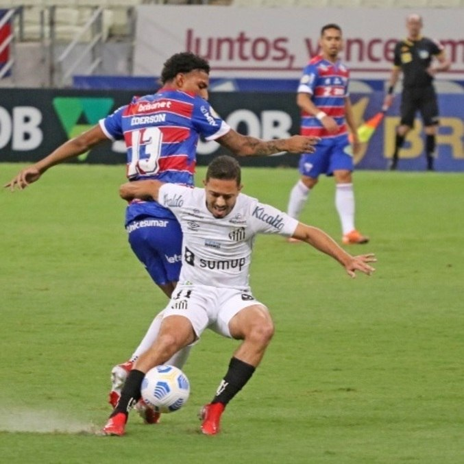 Santos e Fortaleza empatam em jogo marcado pelo VAR, neste domingo (15)
