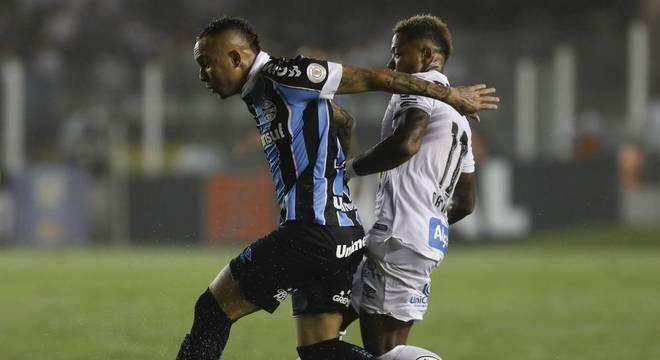 Santos perdeu para o Grêmio na Vila Belmiro por 3 a 0