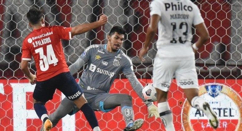João Paulo foi eleito o melhor jogador do empate entre Santos e Independiente