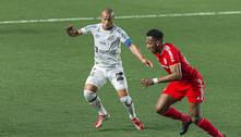 Santos é castigado por 'lei do ex' e cede empate no final da partida