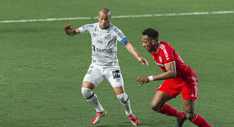 Santos é castigado por lei do ex e cede empate no fim da partida