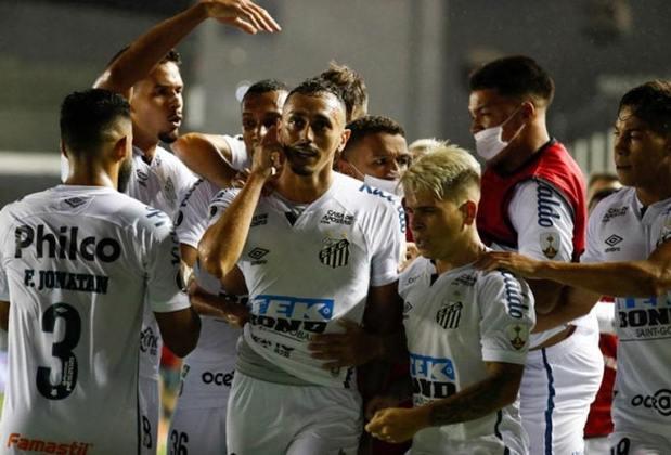 Santos - Número de sócios torcedores em abril de 2020: 22.000 mil/ Número de sócios torcedores em abril de 2021: 20.000/Saldo: -2.000 mil