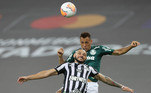 E mais recentemente, o Peixe viu a grande conquista da Copa Libertadores escapar nos acréscimos, de novo, para o Verdão