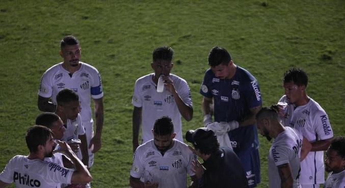 Santos e Corinthians ficou paralisado por 15 minutos na Vila Belmiro