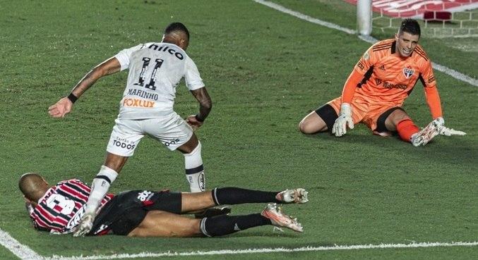 Marinho fez o 1º gol do Santos no clássico contra o São Paulo, neste domingo (20)