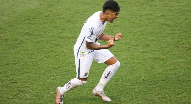 Ivonei estreou no time principal com gol contra o Internacional