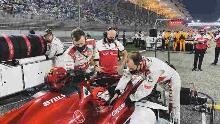 São duas corridas seguidas para Räikkönen em 15º.