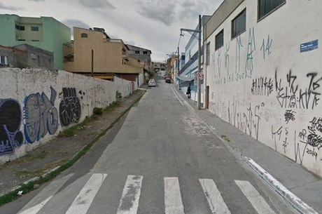 Rua onde PM foi roubado e baleado, na zona leste