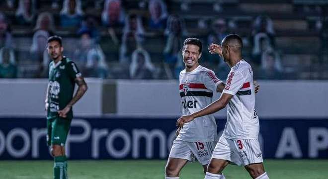 São Paulo teve toda a facilidade diante do Goiás. Hernanes marcou e se divertiu