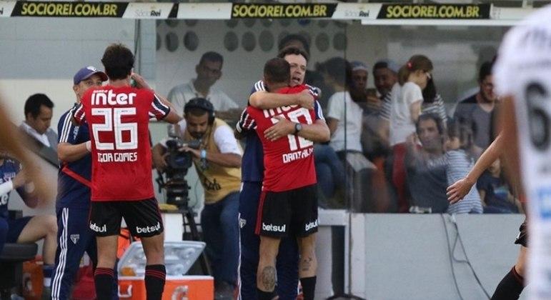 DIniz foi indicado para o São Paulo por Daniel Alves. O veterano é capitão e joga onde quer