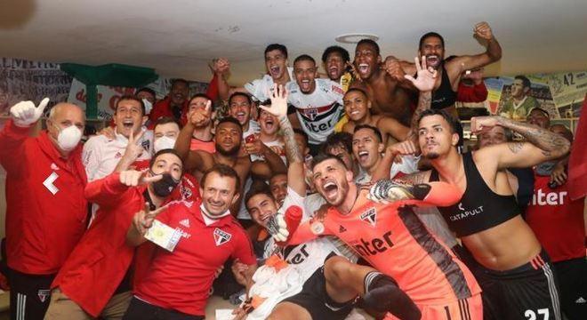 São Paulo fez a farra nos vestiários do Palmeiras. Vitória que irritou Galiotte